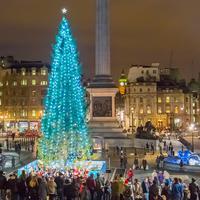 Hmmm, jangan dulu bicara soal uang. Menurut kamu enakan merayakan Natal di luar negeri atau di Indonesia? (Foto: amazonaws.com)