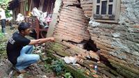 Tanah bergerak di Tegal, 68 rumah rusak (Liputan6.com / Fajar Eko)