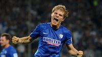 Florian Jungwirth bek SV Darmstadt 98 melakukan pengorbanan hingga dirinya mengalami cedera saat timnya melawan Hertha Berlin.
