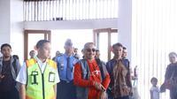 Menteri Pariwisa Arief Yahya meninjau langsung progres pengembangan Bandara Banyuwangi. (10/6). Bandara ini akan menjadi penunjang penting dalam beragam paket wisata yang ditawarkan Kementerian Pariwisata. (Kemenpar/pool/ Liputan6.com)