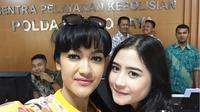 Kasus foto tanapa busana yang menimpa Prilly Latuconsina mengundang prihatin Julia Perez. Sebagai bentuk dukungan, Julia Perez ikut mendatangi Polda Metro Jaya pada Jumat, 31/7/2015. (Photo: Instagram)
