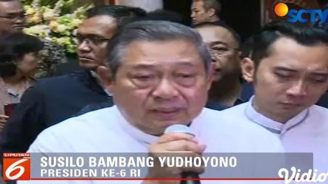 Wafat di National University Hospital, jenazah Ani Yudhoyono tiba di KBRI Singapura pada Sabtu sore untuk disalatkan dan disemayamkan.