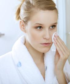 Cara mengatasi jerawat untuk kulit sensitif / Image: Shutterstock
