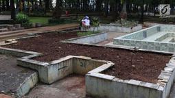 Warga beraktivitas di area Taman Puring , Jakarta, Jumat (11/1). Tahun 2019, Pemprov DKI Jakarta berencana merevitalisasi lima taman, salah satunya Taman Puring di Jakarta Selatan. (Liputan6.com/Helmi Fithriansyah)
