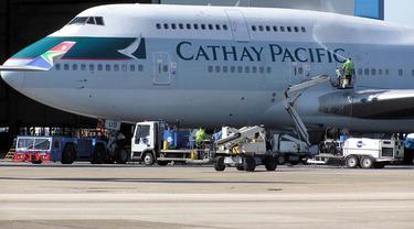 20150925-Pesawat Cathay Pacific-Mendarat Darurat-Denpasar