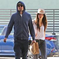 Camila sendiri terlihat mencium pundak Leonardo DiCaprio saat mereka dalam perjalanan menuju mobil. (Coleman-Rayner/USMagazine)