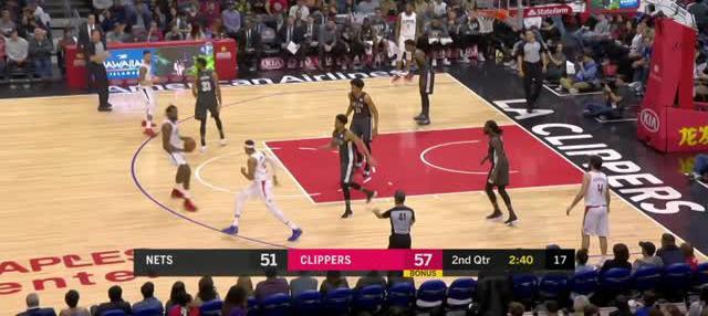 Berita video game recap NBA 2017-2018 antara Milwaukee Bucks melawan Philadelphia 76ers dengan skor 118-110.
