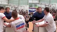 Olahraga Favorit di Rusia (sumber: twitter.com/crazyinrussia)