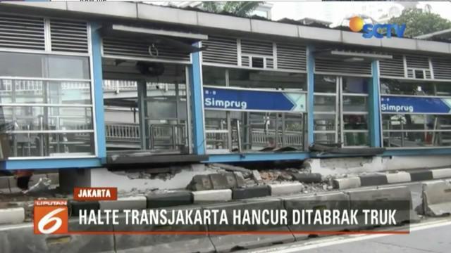 Halte Transjakarta ini tidak bisa melayani calon penumpang, terutama dari arah Permata Hijau menuju Lebak Bulus.