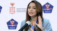 Juru Bicara Satgas Penanganan COVID-19 Reisa Broto Asmoro menyampaikan vaksin adalah bentuk upaya pembuatan kekebalan tubuh untuk melawan penyakit saat konferensi pers di Kantor Presiden Jakarta, Senin (19/10/2020). (Biro Pers Sekretariat Presiden/Kris)
