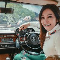 Simak momen kebahagiaan Maia Estianty usai menikah dengan Irwan Mussry. (instagram/maiaestianty)