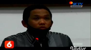 Sebanyak 44 tenaga kesehatan di Lumajang, Jawa Timur terkonfirmasi positif Covid-19. Pemerintah setempat langsung membatasi pelayanan kesehatan di tiga RS rujukan yang ada, guna mengantisipasi semakin meluasnya penyebaran Covid-19 di Kabupaten Lumaja...