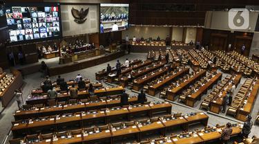 Suasana Rapat Paripurna pengesahan RUU Omnibus Law Cipta Kerja menjadi UU di Kompleks Parlemen, Senayan, Jakarta, Senin (5/10/2020). Fraksi Partai Demokrat dan PKS menolak pengesahan, sementara tujuh fraksi lainnya menyetujui RUU Omnibus Law Cipta Kerja menjadi UU. (Liputan6.com/Johan Tallo)