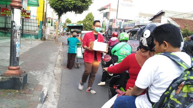 Penggalangan dana untuk korban gempa Lombok dilakukan dengan beragam cara oleh mahasiswa UMP Purwokerto. (Foto: Liputan6.com/Humas UMP Purwokerto/Muhamad Ridlo)
