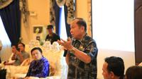 Dibukanya kembali jalur perdagangan Bitung-Davao-Vietnam mendapat perhatian dari Wali Kota Bitung Maximiliaan J Lomban.