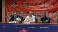 Konferensi pers jelang laga Persija Jakarta vs Persib Bandung di Press Room SUGBK, Selasa (9/6/2019). (Bola.com/Muhammad Adyaksa)