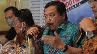 Wakil Ketua Komisi IV DPR, Herman Khaeron saat menjadi pembicara dalam diskusi di kawasan Menteng, Jakarta, Sabtu (10/10/2015). Diskusi tersebut membahas kabut asap dari kebakaran hutan yang semakin pekat. (Liputan6.com/Angga Yuniar)