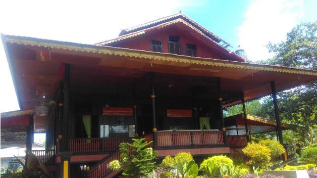 Jalan Jalan Pagi Menelusuri Keunikan Rumah Adat Bantayo Poboide Di