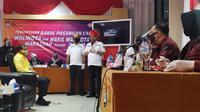 Irman YL dan Andi Zunnun mendaftar di KPU Makassar (Fauzan/Liputan6.com)