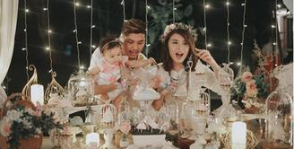 Nastusha Olivia Alinskie anak pertama pasangan Chelsea Olivia dan Glenn Alinskie usianya tepat satu tahun pada Sabtu (9/9/2017). Sebuah pesta di gelar di hotel bintang lima di kawasan Jakarta Selatan. (Instagram/glennalinskie)