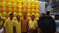 Ketua Umum Partai Berkarya Tommy Soeharto bersama karyawan difabel saat Grand Opening GORO di Cibubur, Gunung Putri, Bogor, Jawa Barat. (Ist)