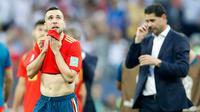 Pemain timnas Spanyol, Jordi Alba bereaksi setelah dikalahkan Rusia pada babak 16 besar Piala Dunia 2018 di Stadion Luzhniki, Minggu (1/7). Rusia memaksa Spanyol pulang lebih awal setelah kalah adu penalti dengan skor 4-3. (AP/Antonio Calanni)