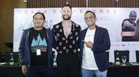 """Saat ke Indonesia saya bersemangat membawakan lagu-lagu saya dan mengajak penggemar bernyanyi bersama. Saya yakin Prambanan Jazz Festival 2019 akan menjadi malam menyenangkan,"" pungkas Calum Scott. (Bambang E.Ros/Fimela.com)"