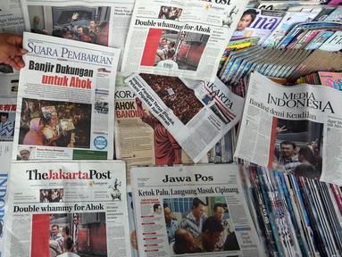 Sejumlah Koran hari ini di Jakarta, Rabu (10/5). Vonis Hakim terhadap Basuki Tjahaja Purnama (Ahok) kemarin membuat Sejumlah koran Nasional menjadikan berita Ahok halaman depan. (Liputan6.com/Johan Tallo)