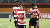 Madura United seusai kalah dari Persija di Stadion Gelora Ratu Pamelingan, Pamekasan, Minggu (14/10/2018). (Bola.com/Aditya Wany)