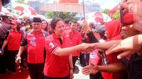 Ketua DPP PDIP Puan Maharani saat menghadiri kampanye rapat umum di Solo, Jawa Tengah, Minggu (31/3). Menjelang hari pencoblosan, Puan Maharani mengimbau kader PDIP tetap menjaga TPS sampai semua suara selesai dihitung. (Liputan6.com/HO/Iwan)