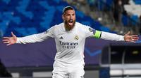 2. Sergio Ramos (Real Madrid) - Selain tangguh dalam menjaga lini pertahan Real Madrid, Sergio Ramos juga andal dalam mencetak gol. Bek berusia 34 tahun ini telah mencetak 100 gol di semua kompetisi selama berseragam Real Madrid. (AFP/Pierre-Philippe Marcou)