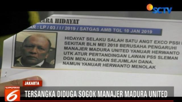 Tersangka menyogok manajer Madura United Januar sebesar Rp 100 juta agar memenangkan PSS Sleman di laga tandang maupun kandang saat melawan Madura United.