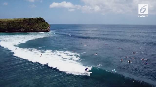 Pihak keluarga membantah keterangan yang menyebutkan almarhum siswa SMA Kanisius bernama George Ernest Suhardi meninggal dunia karena terjatuh saat selfie di tebing Pantai Balangan, Jimbaran, Kuta Selatan, Bali.