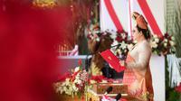 Ketua DPR, Puan Maharani membacakan teks proklamasi saat upacara peringatan HUT ke-76 RI di Istana Merdeka, Selasa (17/8/2021).  Pada tahun ini, upacara dihadiri oleh undangan terbatas yang terlibat dalam rangkaian upacara peringatan. (Foto:Muchlis Jr-Biro Pres Sekretariat Presiden)