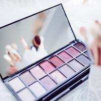 Rasakan pengalaman seru berbelanja kosmetik di Plaza Senayan Beauty Week (Foto: unsplash)