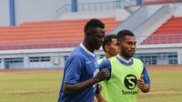 Pemain Persib Bandung Ezechiel N'douassel sudah kembali berlatih. (Huyogo Simbolon)