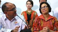 Menkeu Sri Mulyani (kanan) dan Ketua Umum Kadin Indonesia Rosan Roeslani memberikan keterangan usai pengusaha anggota Kadin Indonesia mengikuti program pengampunan pajak (tax amnesty) di Dirjen Pajak, Jakarta, Selasa (27/9). (Liputan6.com/Angga Yuniar)
