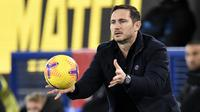 Manajer Chelsea, Frank Lampard, menegaskan timnya wajib kembali ke jalur kemenangan pada laga lanjutan Premier League 2020-2021 kontra Wolverhampton Wanderers, Rabu (16/12/2020) dini hari WIB. (AFP/Peter Powell)