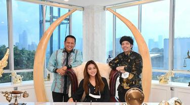 Atta Halilintar dan Aurel Hermansyah bertemu dengan Ketua MPR Bambang Soesatyo (Istimewa)