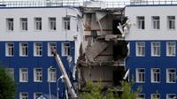 Barak Militer Rusia Roboh. (AFP)