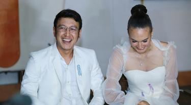Tanggapan Keluarga Soal Perbedaan Agama Nadine Chandrawinata Dan Dimas Anggara News Entertainment Fimela Com