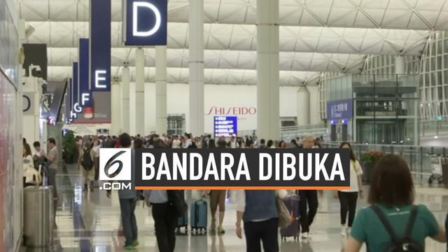 Bandara Internasional Hong Kong kembali dibuka Subuh waktu setempat hari inil. Bandara sempat ditutup menyusul demonstrasi besar yang menutup akses penerbangan.