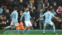 Pemain Manchester City, Sergio Aguero merayakan gol ke gawang Bristol City pada leg pertama semifinal Piala Liga Inggris di Stadion Etihad, Selasa (9/1). Tertinggal lebih dulu, City akhirnya menang 2-1 berkat gol Aguero di injury time. (Oli SCARFF / AFP)