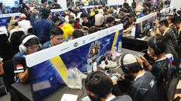 Suasana kompetisi NXL Mobile Esports Cup 2019 di lantai dasar Mangga Dua Mall, Jakarta, Minggu (17/3). NXL menghadirkan turnamen offline untuk menantang kemampuan para gamer, khususnya di game Mobile Legends dan PUBG Mobile. (Liputan6.com/Herman Zakharia)