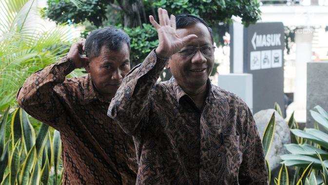 Mantan Ketua Mahkamah Konstitusi Mahfud MD tiba di gedung KPK akan melakukan petermuan dengan pimpinan KPK di Jakarta, Kamis (13/9). Pertemuan membahas pencegahan tindak pidana korupsi di Indonesia. (Merdeka.com/Dwi Narwoko)#source%3Dgooglier%2Ecom#https%3A%2F%2Fgooglier%2Ecom%2Fpage%2F%2F10000