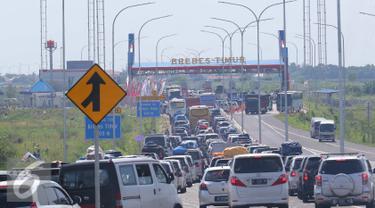 20160703-Pintu Tol Brebes Timur Macet Parah, Kendaraan Mengular Hingga 20 Km