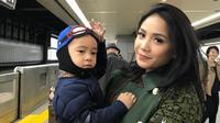 Cinta Nagita Slavina pada Rafathar memang sempurna. Terlihat dalam unggahan Instagram, dirinya selalu bersama dengan sang anak di segala bentuk kesempatan. (instagram/raffinagita1717)