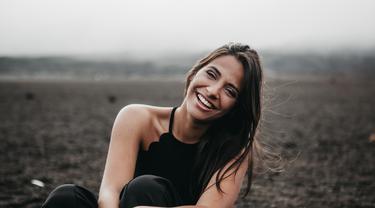 Gambar Ilustrasi Wanita Bahagia