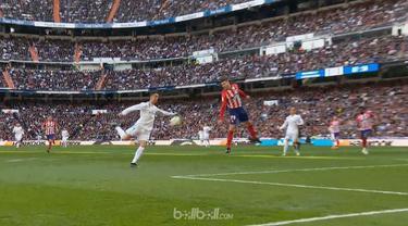 Barcelona diuntungkan dalam derby Madrid setelah Real Madrid diimbangi Atletico 1-1, Minggu (8/4). Walaupun Real Madrid bermain dominan, mereka menghadapi ketangguhan Jan Oblak yang sedang dalam performa bagus. Cristiano Ronaldo akhirnya memecah kebu...