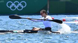 Atlet kayak asal Selandia Baru tersebut mampu patahkan dua rekor Olimpiade dalam satu hari, yaitu ketika partai final dan beberapa jam sebelumnya. Hasil itu membuat dirinya unggul 0,763 detik dari posisi kedua dan 0,818 detik dari posisi tiga. (Foto: AFP/Luis Acosta)